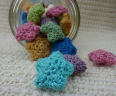 free pattern- : Mini Wishing Stars! *from Crochet Dynamite (blog worth checking all the hooker's out there, myself included of course!! ;)
