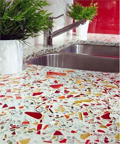 Terrazzo tile in these colors? Glass chips (Cardinal and Straw) in terrazzo countertops> bathroom renovations? Traditional Kitchen by Glass Recycled Surfaces Recycled Glass Countertops, Countertop Materials, Concrete Countertops, Kitchen Countertops, Countertop Options, Kitchen Cabinets, Recycled Kitchen, Tiny House Design, Traditional Kitchen