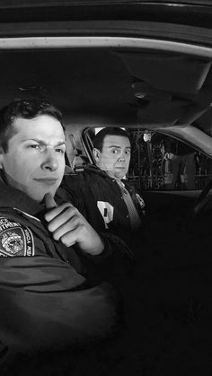 Jake Peralta and Boyle from 'Brooklyn Nine Nine'. Brooklyn Nine Nine Funny, Brooklyn 9 9, Series Movies, Movies And Tv Shows, Tv Series, Best Tv Shows, Favorite Tv Shows, Charles Boyle, Jake And Amy