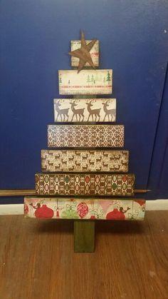 pallet Christmas tree using scrapbook paper