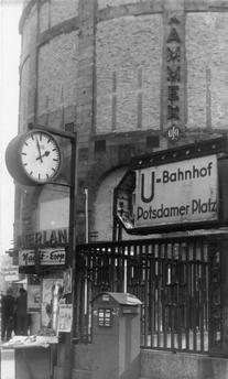 1949 Potsdamerplatz with house Vaterland - 2019 DIY And Craft Dresden, Berlin Alexanderplatz, Potsdamer Platz, S Bahn, East Germany, City Life, Wwii, Signage, History