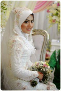 Muslim wedding dress by Radzuan Radziwil. Muslim Wedding Gown, Hijabi Wedding, Muslimah Wedding Dress, Muslim Dress, Wedding Gowns, Wedding Bride, Wedding Dress Sleeves, Modest Wedding Dresses, Designer Wedding Dresses