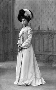 Mariette Sully, 1900 ou 1901. Nadar.