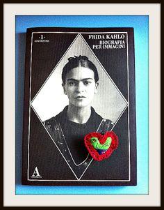 Le Spille Besame Mucho di DezaYeppa si ispirano all'estetica messicana e alla passione di un popolo. Omaggio a #FridaKahlo #spilla #brooch #besamemucho #dezayeppa #handmade #handembroidered #madeinitaly #valentiday #mexico www.dezayeppa.etsy.com www.facebook.com/DezaYeppa