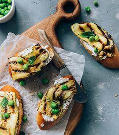20 idées d'amuse-bouches pour en mettre plein la vue - ELLE.be Xmas Dinner, Cheesesteak, Avocado Toast, Vegetable Pizza, Fit, Food And Drink, Menu, Cooking, Breakfast