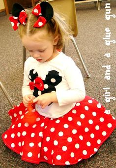 DIY Minnie Mouse outfit. love the idea of the hairclip ears :)
