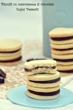 Cookies with chocolate marscapone cream. Sweet Recipes, Cake Recipes, Romania Food, Sweet Pastries, Xmas Cookies, No Cook Desserts, Cookies And Cream, Food Cakes, Food To Make