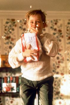 Home Alone high quality Kevin Mccallister photo Kevin Home Alone, Home Alone 1990, Home Alone Movie, Christmas Mood, Christmas Movies, Merry Christmas, Home Alone Christmas, Kevin Mccallister, Movies And Series
