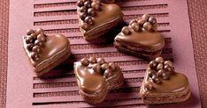 Plnené čokoládové srdiečka - dôkladná príprava krok za krokom. Recept patrí medzi tie najobľúbenejšie. Celý postup nájdete na online kuchárke RECEPTY.sk.