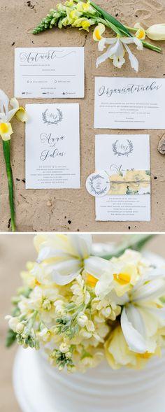 """Bonjour Paper """"Kalligrafie"""" #Hochzeitseinladung #Hochzeitseinladungen #Hochzeitspapeterie #weddinginvite #weddinginvitation #yellow #gelb #Strandhochzeit #beach #wedding #strand #hochzeit #papeterie #mariage #büttenpapier"""
