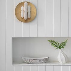 Is it possible for a sconce to make you feel giddy? Yes! Especially if it is designed by the great @kellywearstler and hung on a perfect shiplapped wall.