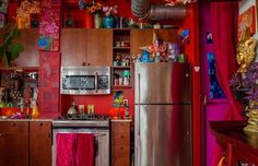 Apartment Therapy Karen & # s Color Explosion 6 You have come to the right place … - Hippie home decor Apartment Therapy, Apartment Chic, Studio Apartment, Bohemian Kitchen, Hippie Kitchen, Hippie Home Decor, Bohemian Decor, Boho Chic, Bohemian Curtains