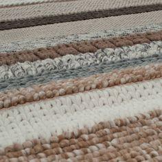 Ontzettend mooi handgeknoopt, wollen vloerkleed van Zuiver. Het kleed is gemaakt van 100% wol en is in 2 verschillende kleuren verkrijgbaar. Combinatie van grov