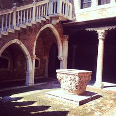 Beautiful patio of this stunning palace just off Strada Nuova in Venice. Hidden in a small lane that goes into the vaporetto stop, is worth a stop. Free to admire everyday during the daytime as they open the doors for photography!