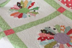 Scrappy Plates - I love the quilting - Bunny Hill Designs - quilt tutorial here:  http://bunnyhillblog.com/free-patterns/dresden-plate-quilt/