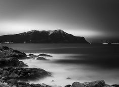 "631 likerklikk, 46 kommentarer – Kim André Hansen🇧🇻Bnw (@kiahans78) på Instagram: ""Mountains and Sea. Tags #bwgrammer #explore_bnw #bw_addiction #bnw_zone #raw_bnw #bnwzone…"" Black And White Photography, Mountains, Nature, Pictures, Travel, Instagram, Black White Photography, Photos, Naturaleza"
