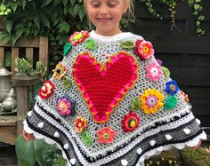 Beautiful ornate crochet poncho for a child. Crochet Shawl Free, Crochet Poncho Patterns, Crochet Cardigan, Baby Knitting Patterns, Crochet Scarves, Crochet Clothes, Crochet For Beginners, Crochet For Kids, Crochet Baby