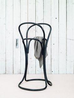 Valet stand PETALO by TON | design Eugenia Minerva