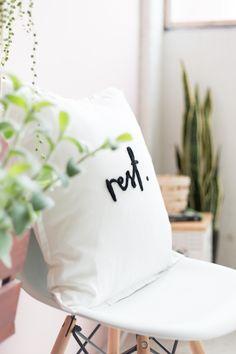 DIY needle felted word cushion :: make Diy Inspiration, Tyga, Diy Art, Needle Felting, Diy Tutorial, Making Ideas, Diy Gifts, Diy And Crafts, Creative Crafts