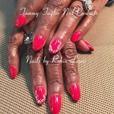 Love this set of Tammy Taylor Bright Red Prizma by @robinlewisttnnailsquad!