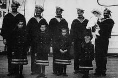 The 5 children of Tsar Nicholas II Romanov (1868-1918) Russia & his wife Alix-Alexandra Feodorovna (1872-1918) Hesse, Germany poised with sailors in 1906: The Grand Duchesses Olga Nikolaevna Romanova (15 Nov 1895-17 Jul 1918), Tatiana Nikolaevna Romanova (10 Jun 1897-17 Jul 1918), Maria Nikolaevna Romanova (26 Jun 1899-17 Jul 1918) & Anastasia Nikolaevna Romanova (18 Jun 1901-17 Jul 1918) & Tsarevich Alexei Nikolaevich Romanov (12 Aug 1904-17 Jul 1918).