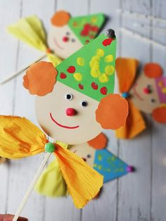 Crafts For Kids, Arts And Crafts, Paper Crafts, Faschingsdeko Kindergarten, Carnival Crafts, Kids And Parenting, Creative Design, Alcoholic Drinks, Creations
