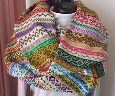 FREE PATTERN/INSPIRATION - Leftovers Cowl (Source : http://www.ravelry.com/projects/wendyknits/leftovers-cowl) #knitting #cowl #snood