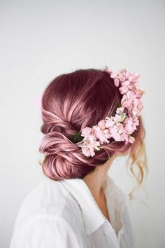 Pink hair!! And that floral hair piece!