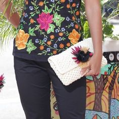 This spring and summer take it to another level of elegance with this clutch! #whitehandbag #casualandchic