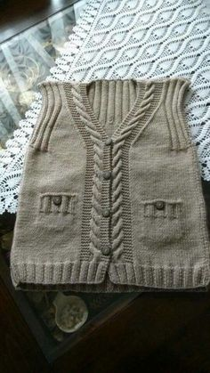 """diy_crafts- This post was discovered by Yildiz. Discover (and save!) your own Posts on Unirazi. """"This post was discovered by Yildiz. Baby Knitting Patterns, Knitting Designs, Baby Patterns, Baby Boy Vest, Baby Cardigan, Knitting Socks, Free Knitting, Abaya Mode, Patchwork Baby"""