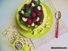 salată de fructe de vară Avocado Toast, Breakfast, Food, Morning Coffee, Essen, Meals, Yemek, Eten