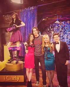 iCarly awards. I just watched this episode tonight; the only really funny part was the European supermodels. lol