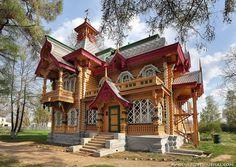 В центре города Володарск (Нижегородская область) стоит уникальный разноцветный терем. Это  - бывший дом  нижегородского купца Николая Бугрова.