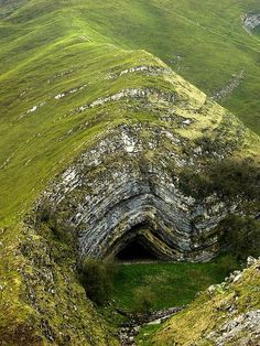 Harpea's Cave, Navarra, Spain, if you can't figure out the anticline here maybe geology isn't for you....  #MediumMaria