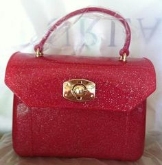 Furla Glitter Mini Candy Bags Rose * Materialien: PVC Jelly * Tone-on-tone stitching * Light gold galvanic gilding * Removable shoulder strap * Size: 16 cm x 11 cm x 7 cm Candy Bags, Furla, Hermes Kelly, Jelly, Size 16, Shoulder Strap, Stitching, Clever, Glitter