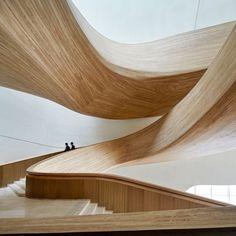 @SoudaBrooklyn / @arkpad: A arquitetura da nova Opera House, em Harbin, na China, faz referência à topografia local e usa a madeira para transformar o ambiente em um espaço acolhedor e convidativo. O projeto é do escritório chinês MAD Architects....
