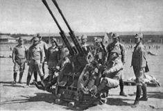 「ボ式四十粍高射機関砲」(ボフォース40㎜機関砲) *両写真は捕獲兵器と思われる 第2次世界大戦中期以降は、地上攻撃機の防御力も増大し、7.7㎜~20㎜級の機関銃砲では効果が薄れてきた。 各国では37㎜以上の高射機関砲を開発して対応したが、日本陸軍では、発条(ばね)を加工する技術の違いから、 捕獲した同級機関砲のコピーも困難であり、最後まで20㎜級の高射機関砲に頼るしかなかった。 試作兵器には一式三十七粍高射機関砲、五式四十粍高射機関砲、ボ式四十粍高射機関砲(コピー)などがあった。