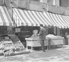 Stragan warzywny przy ul. Świętokrzyskiej (1972 r.) Ppr, Poland, City Photo, Cities, Period, Neon, Photos, Souvenir, Historia