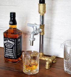 CHRISTMAS Gift for Him, Liquor Alcohol Whiskey wood Dispenser, Jack Daniels Gifts, Birthday gifts, Gift for dad Regalos Jack Daniels, Jack Daniels Gifts, Birthday Gift For Him, 50th Birthday Gifts, Birthday Diy, Birthday Wishes, Whiskey Dispenser, Alcohol Dispenser, Beverage Dispenser