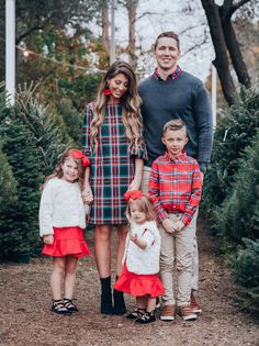 Christmas 2018! | Latisha Springer - The Girl In The Yellow Dress | Christmas Card Photo | Family Photos | Vineyard Vines | @VineyardVines #thegirlintheyellowdress #vineyardvines #christmascards #christmas #pictures #familyphotos
