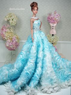 So stunning so beautiful Barbie Gowns, Barbie Dress, Barbie Clothes, Fashion Royalty Dolls, Fashion Dolls, Diva Dolls, Beautiful Barbie Dolls, Mini Vestidos, Barbie Collection