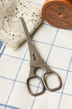 Antique Style Craft Scissors - Eiffel Tower Why couldn't my hair shears be this cute?