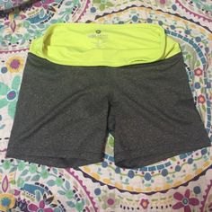 90 Degree SZ S workout shorts ! Only worn a few times . Still in great shape. SZ S. Shorts