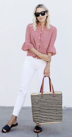 How to wear red jeans casual white shirts ideas Casual Work Outfits, Work Casual, Jean Outfits, Red Jeans Outfit, Red And White Outfits, White Shirts, Look Chic, Mode Style, Blouse Designs