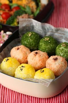 Japanese Rice Balls Boxed-Lunch   Onigiri Bento おにぎり弁当 Bento Recipes, Lunch Box Recipes, Bento Ideas, Japanese Lunch Box, Japanese Food, Cute Food, Yummy Food, Bento And Co, Cooking Ingredients