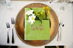Natural Green and Gold Dinnerware with Daisies