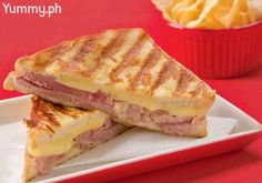 The Monte Cristo is the result of a happy marriage between French toast and ham and cheese sandwich! Note : The author left off the turkey, just add it. You will be glad you did. Brunch Recipes, Breakfast Recipes, Snacks Recipes, Sandwich Maker Recipes, Panini Recipes, Monte Cristo Sandwich, Good Food, Yummy Food, Wrap Sandwiches