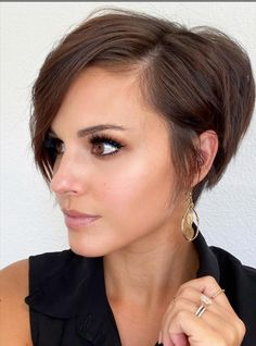 -Short haircuts ideas for woman,Short bob hairstyle for fine hair,Wavy bob haircuts for woman, Classic short bob haircuts choppy,Short Hair Color Ideas #bob #ShortHair #Hair #HairColor Short hair;Edgy short hair;Short hair for women;Short bob hairstyle;Short bob hair designs;Short bob hairs for girls;Short bob hairstyle for women Wavy Bob Haircuts, Oval Face Haircuts, Bob Haircuts For Women, Bob Hairstyles For Fine Hair, Best Short Haircuts, Short Hairstyles For Women, Cool Haircuts, Pretty Hairstyles, Cut Hairstyles