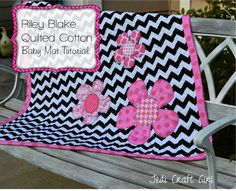 Riley Blake Quilted Cotton Baby Mat Tutorial: Jedi Craft Girl #rileyblakedesigns #doublefaced #quiltedcotton #chevron #zipperpouch #tutorial