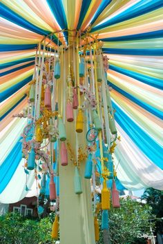 Unique chandelier made up with floral and colourful bottles for a fun mehendi|WedMeGood| Utsav and Aashima||#wedmegood #indianweddings #decor #mehendidecor #colourfuldecor #indianweddingdecor #chandeliers